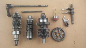 комплект. валы коробки передач: первичный, вторичный; вилки коробки передач (3шт.); копирный вал; вал переключения передач  Suzuki  GSF250 BANDIT